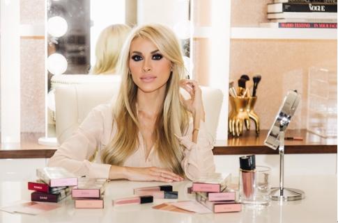 首个品牌被可口可乐看上,她跨行做的彩妆又获融资-企一网