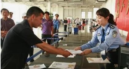 """郑州交巡警二大队""""快递审车""""再升级 微信办理6年免检车标-企一网"""
