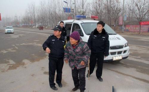 失智老人离家出走,福建民警跨省联系,为其找到家人