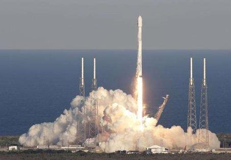 受天氣影響,SpaceX首次載人火箭發射延期