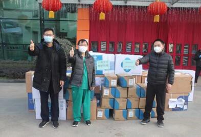 复星基金会联合中国光彩事业基金会捐赠5000件防护服