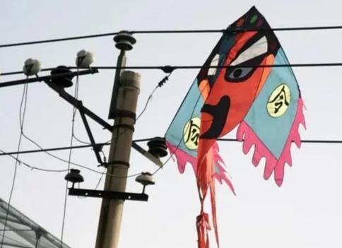 巴西球員放風箏觸電身亡