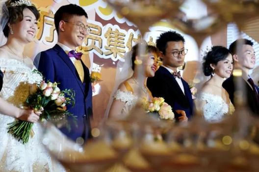 上海援鄂队员举办集体婚礼