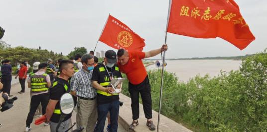无人机黄河边喊话防溺水