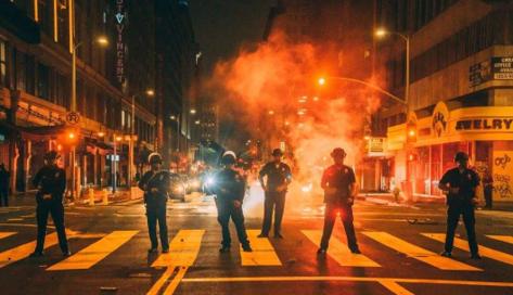 美國紐約實施宵禁
