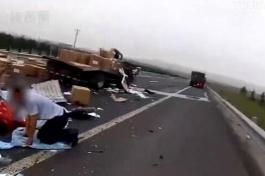 高速路上出车祸妻儿双亡,原因竟是玩直播!