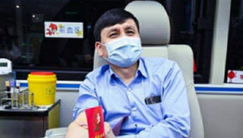 张文宏低调献血