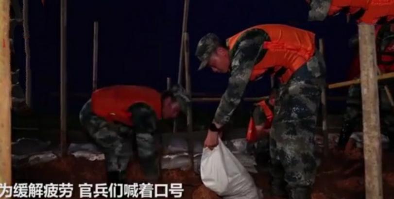 河堤决口,上千官兵紧急救援,连续工作20多个小时