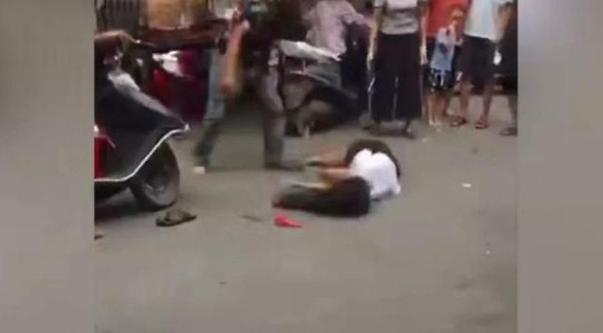 男子偶遇离家多年的妻子,当街暴打妻子,导致妻子多处受伤