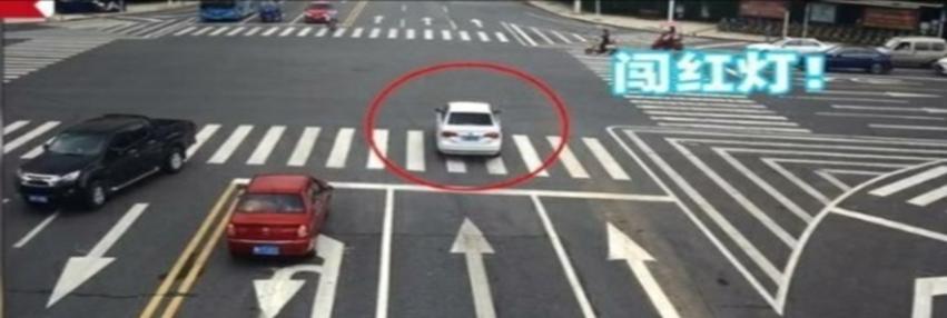 司机报警求闯红灯,为何?背后原因感人
