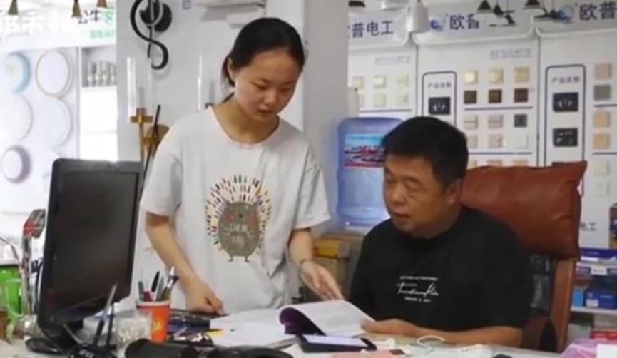 文科状元无缘北大清华,985学校抛出橄榄枝,表示她能被录取
