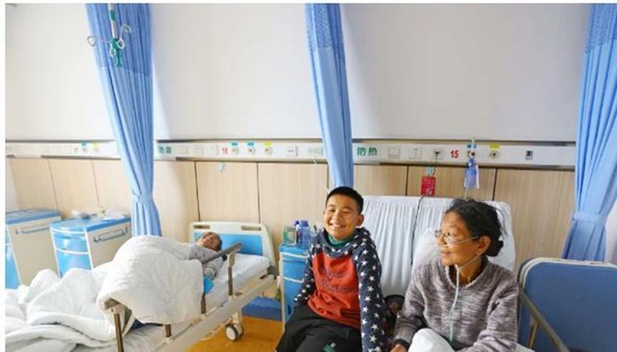 11岁男孩挑起大梁,保持成绩优异的时候,还能够照顾住院的父母