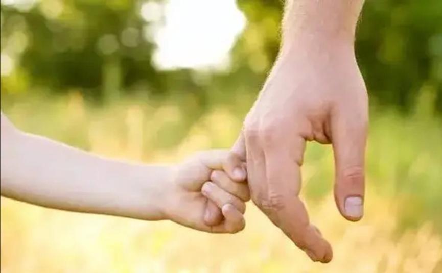 """教會父親發朋友圈,豈料父親的第一條朋友圈,是女孩""""自己"""""""