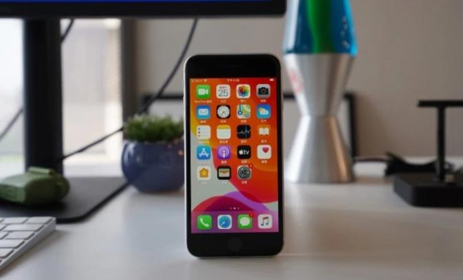 iPhone SE超大杯,有望三千元起售!